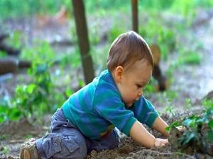 Çocuğunuzla birlikte toprakta oynayın