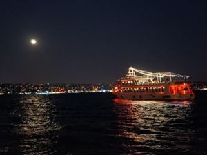 İstanbul'da 'mavi ay' güzelliği