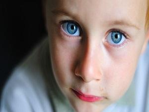Çocuklarda da katarakt olur