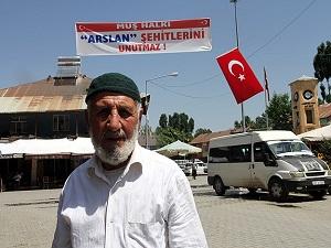 Sungu beldesi Türk bayraklarıyla donatıldı