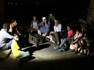 Filistinliler saldırılara karşı geceleri nöbet tutuyor