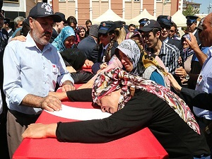 Şehit polis memuru Demir son yolculuğuna uğurlanıyor