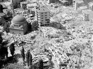 Bugün 17 Ağustos depreminin yıl dönümü