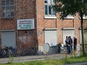 Kopenhag'daki cami kundakçısı şizofren çıktı