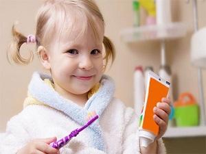 Çocuklarda diş fırçalama alışkanlığı 3 yaşından itibaren kazandırılmalı