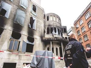 300 camiye ırkçı saldırı