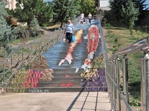 Merdivenler sanatla buluştu