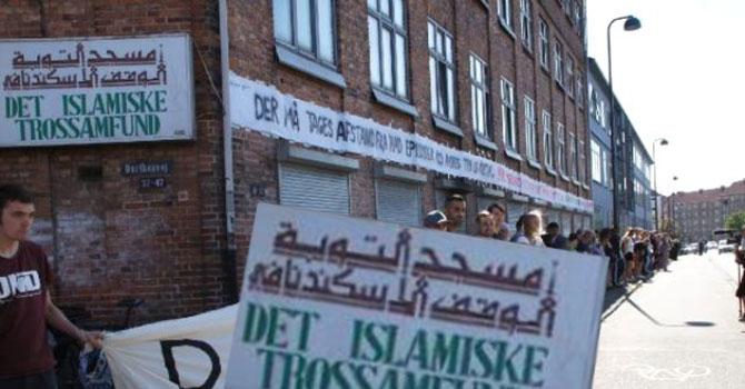 Danimarkalılar cami saldırısına insan zinciri ile karşı çıktılar