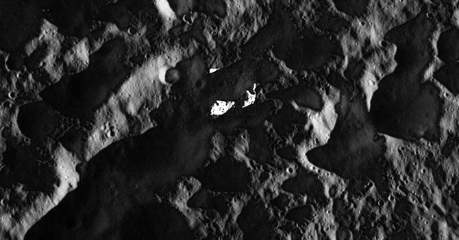 Satürn'ün uydusunun en yakın çekimi