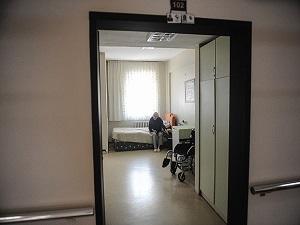 Yaşlılar için sağlık bakım tesisleri açılacak