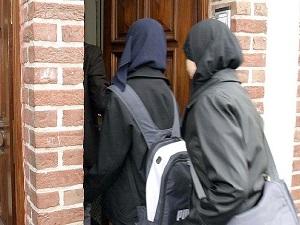 İsviçre'de başörtülü öğrenci okula alınmadı