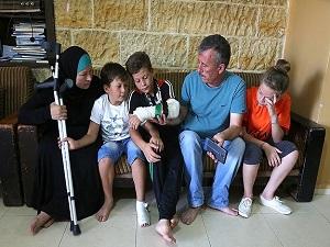 'İsrail askerine kafa tutan Filistinli kız' kardeşini kurtardı