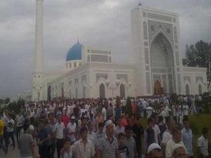 Özbekistan'da çocuklarını camiye götürenlere ceza tehdidi