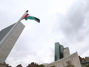 İsrail karşıtı Yahudilerden bayrak kutlaması