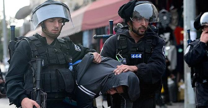 İsrail askerleri bir ayda 380 Filistinliyi gözaltına aldı