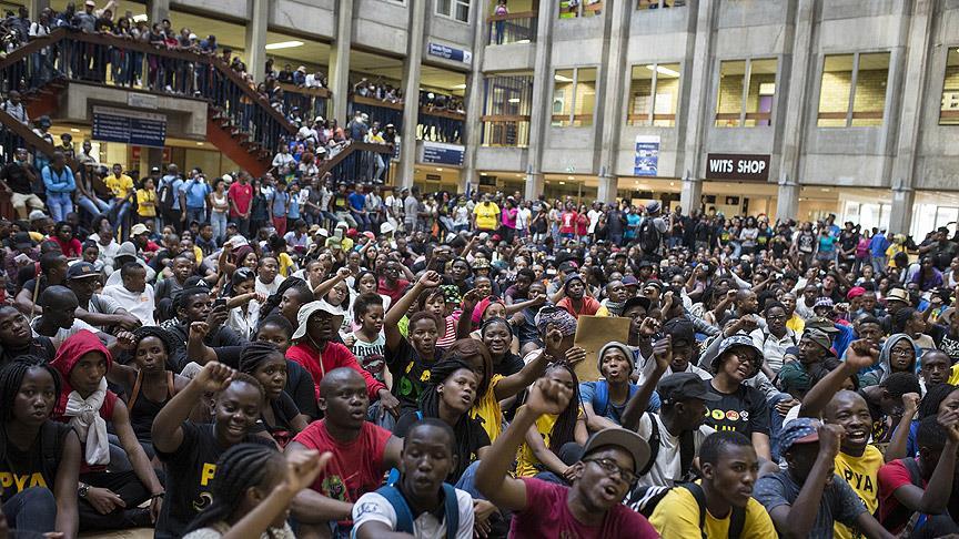 Güney Afrika'da 'harç' protestosu