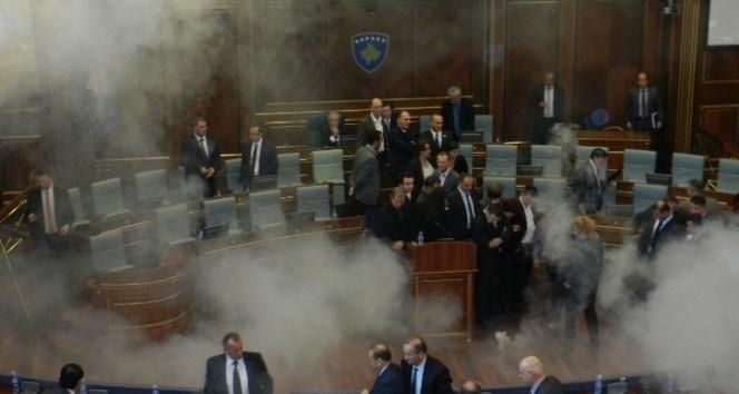 Kosova'da muhalefet yine gaz attı
