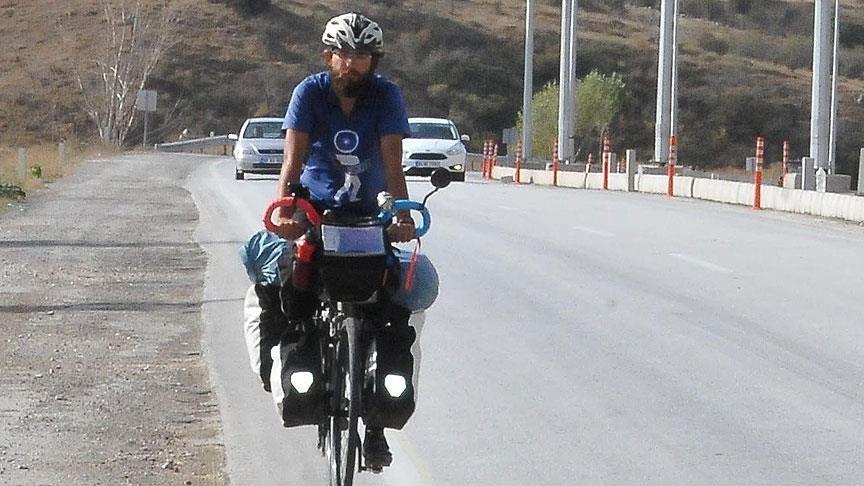 Barış için 9 bin kilometre pedal çevirdi