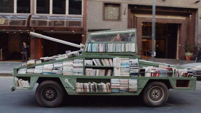 Cehalete karşı kitapla savaşıyor