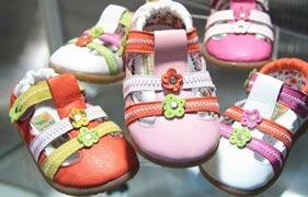 Çocuğunuza internetten ayakkabı alırken ayak sağlığını bozmayın!