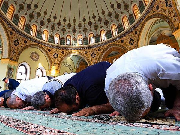 Azerbaycan'da devletin izni dışında dini faaliyet yasak