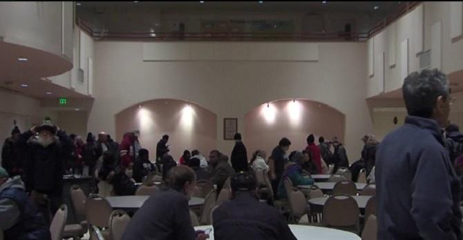 ABD'de bir cami kapılarını evsizlere açtı