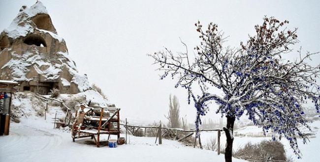 Peribacaları 'kar beyaz'