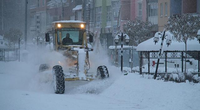 Kar yağışı birçok ilde ulaşımı olumsuz etkiledi