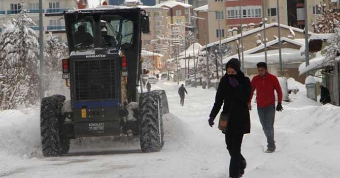 Van'da kar esareti 1050 köy yolu ulaşıma kapandı