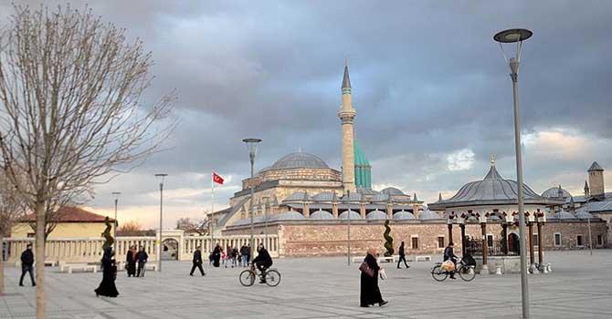 Milyonlar Mevlana Celaleddin-i Rumi'nin türbesine 'gel'diler