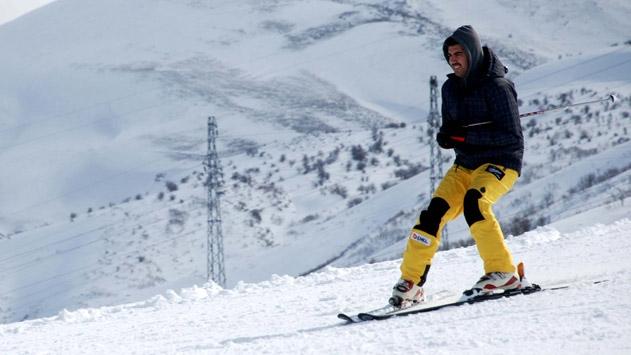 Doğuda kayak merkezleri şenlendi