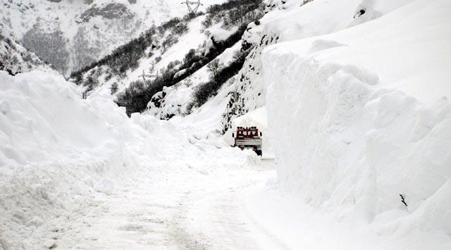 Sivas'ta 376 köy yolunda ulaşım sağlanamıyor