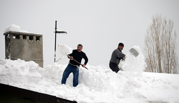 Doğu'da kış hayatı olumsuz etkiliyor