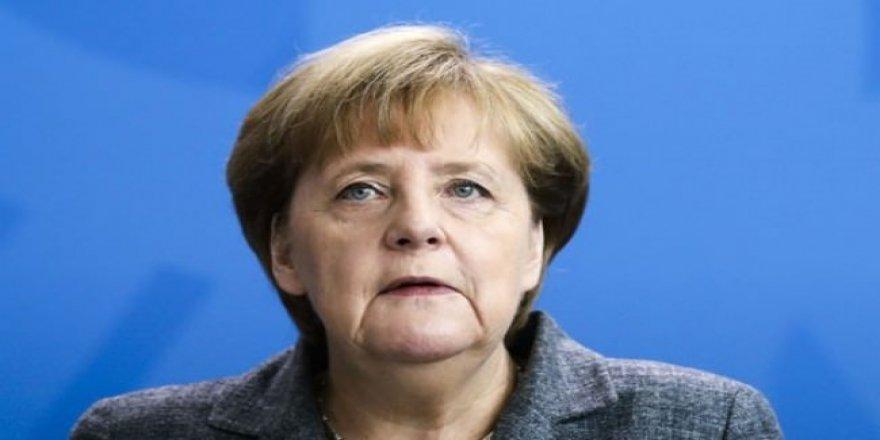 Merkel'den Avrupa Ordusu fikrine destek