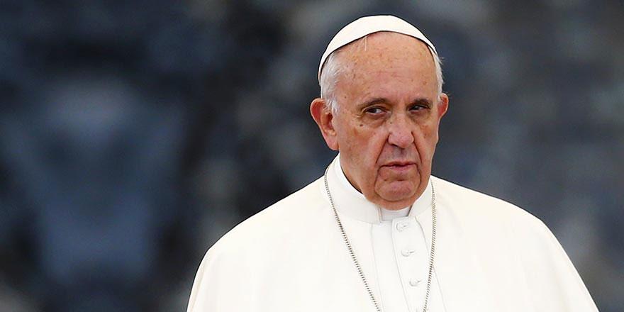 Papa, bombaya değil bombanın adına kızdı