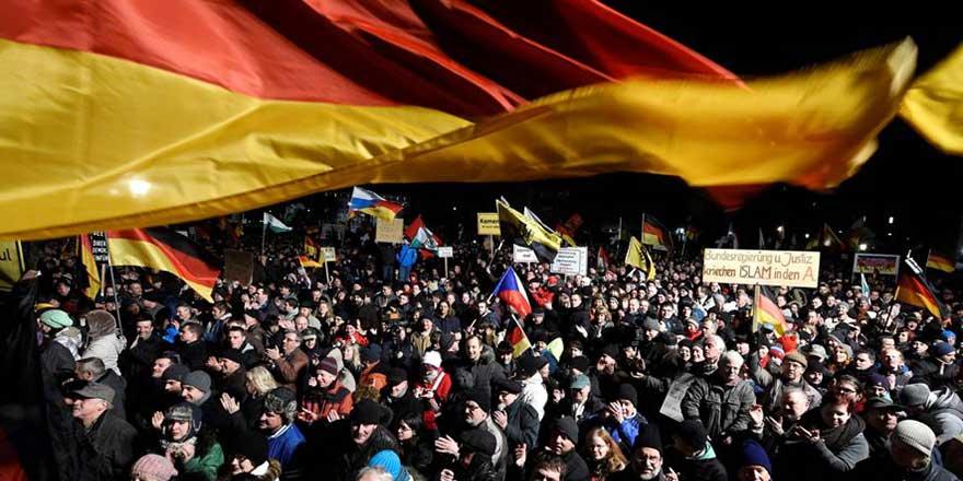 Almanya'da 3 DAEŞ üyesine gözaltı