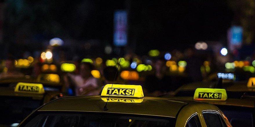 Taksiciler ABD'yi protesto etti