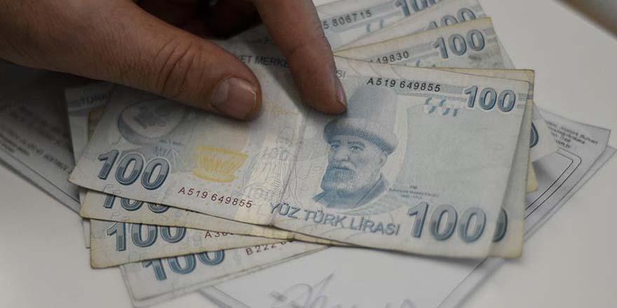 Üniversite öğrencileri yolda buldukları parayı zabıtaya teslim etti