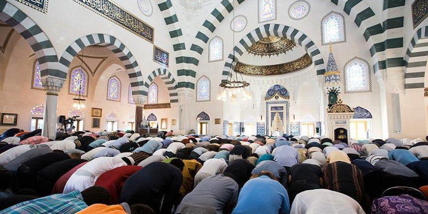 Binlerce Müslüman Amerika Diyanet Merkezinde buluştu