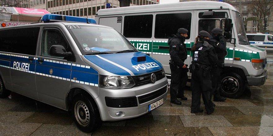 Almanya'da DAEŞ üyesi olmakla suçlanan 3 Suriyeli gözaltına alındı