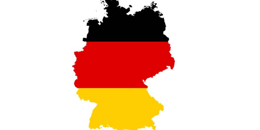 Almanlar cami önünde nöbet tuttu
