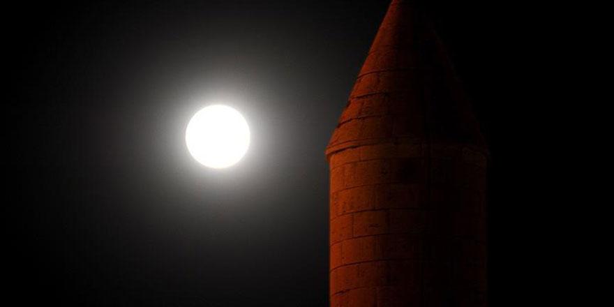 'Parçalı ay tutulması' gerçekleşti