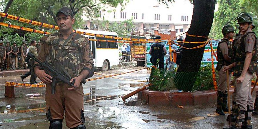 Hindistan'da askeri üsse saldırı: 17 ölü