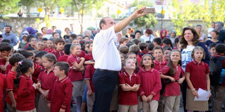 İlkokul öğrencilerine palyaçolu eğlence