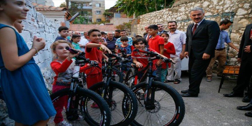 Cumhurbaşkanı Erdoğan'dan Suriyeli çocuklara hediye