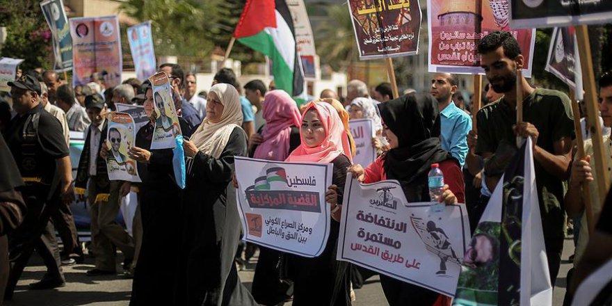 Gazze'de Batı Şeria'ya destek yürüyüşü