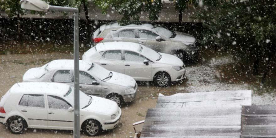Türkiye'de şehir merkezine ilk kar yağdırıldı