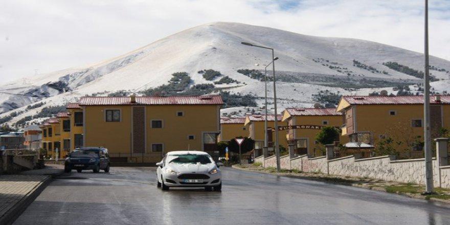 Kent merkezine ilk kar!