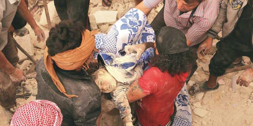 Esed ve Rusya, Halep'te ölüm yağdırıyor