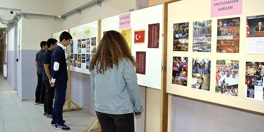 'Dakika Dakika FETÖ'nün Darbe Girişimi' kitabı okul koridorlarında